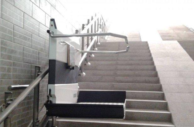 曲线轨道爬楼机
