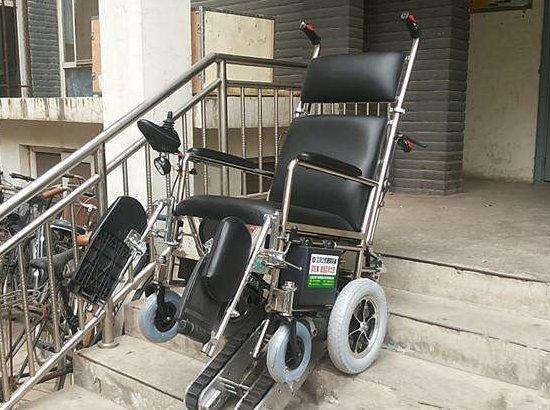 手推式爬樓輪椅