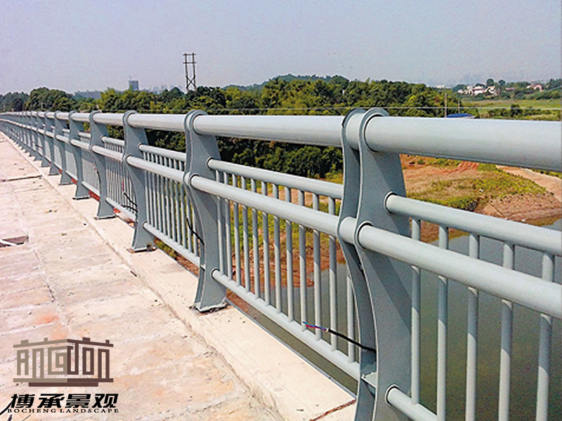 湖南长沙 万家丽捞刀河--钢结构人行护栏