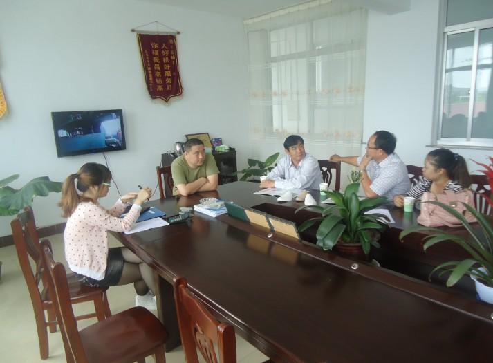 越南客戶來訪並購買75加長型水果網套機