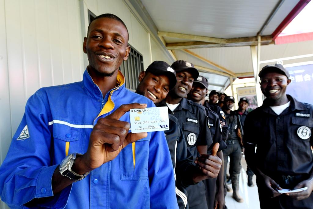 迪兹瓦矿业刚方员工拥有工资银行卡...