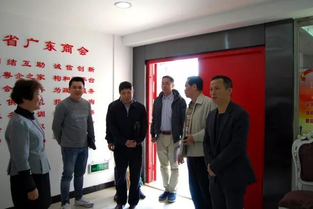 广东省驻成都办领导到广东商会视察