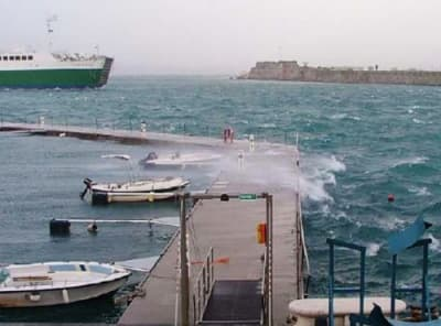 Floating Breakwater / Wave reduction system