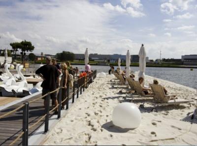 Floating recreation parks