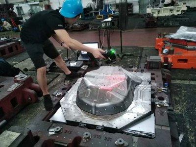 重庆大江至信模具厂某分厂,应用是扫描模具,对模具进行数模对比分析