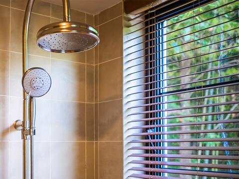 High pressure shower maintenance method!