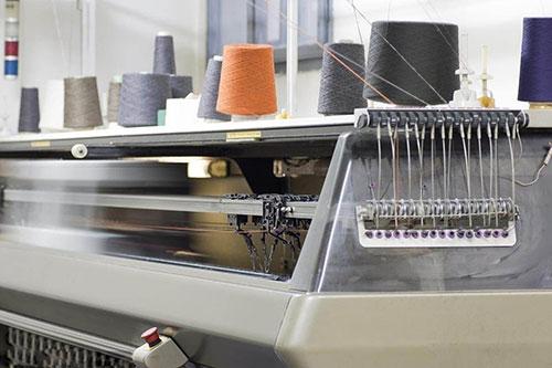 纺织机械 (把纤维加工为纺织品所需的机械设备)