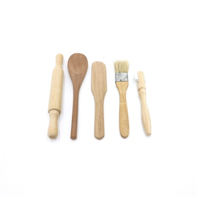Latest style FDA certificate wood material 2.1*4.3*9 inches kids baking tools set